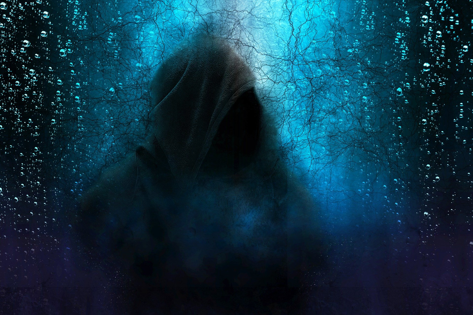 hooded-man-2580085_1920